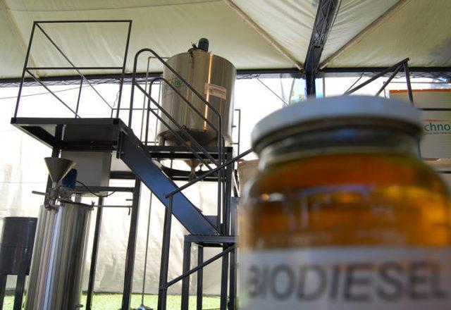 recipiente com biodiesel