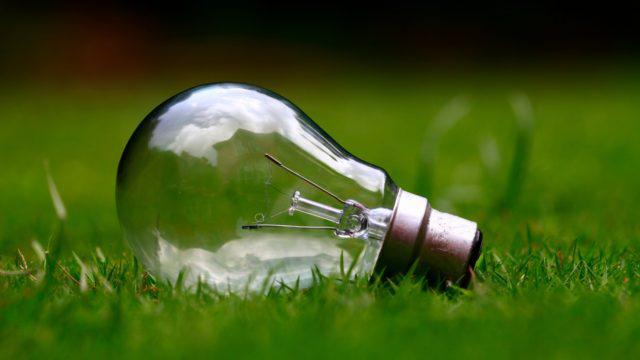 lâmpada à base de energia elétrica energia solar