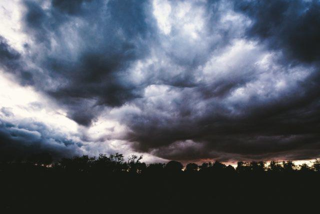 nuvens, chuva, céu fechado, previsão do tempo