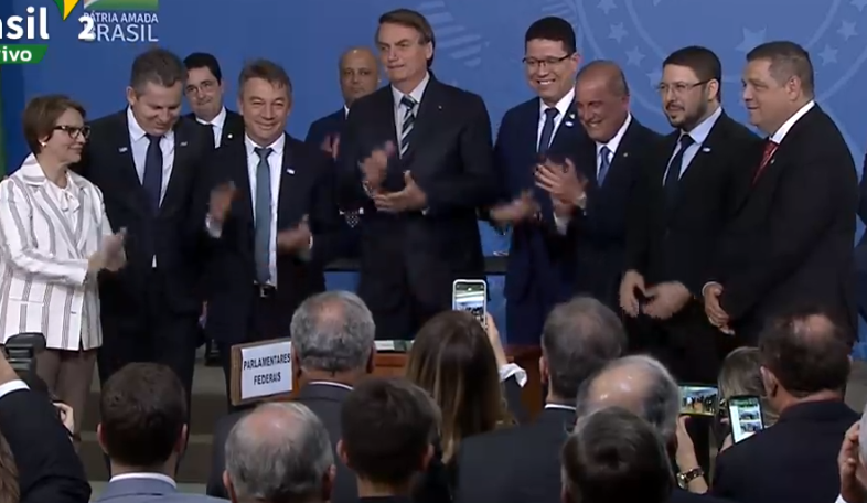 Bolsonaro assina MP que moderniza regularização fundiária; veja mudanças