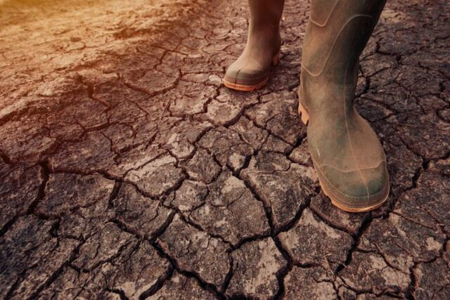 Solo seco é uma das características do efeito do La Niña sem chuva
