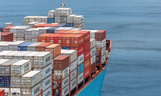 contenedores en puerto